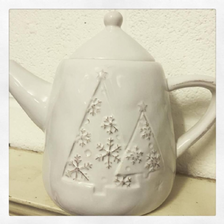 Just £8 Dolomite White Teapot With Embossed Christmas Tree